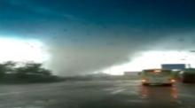 Eyewitness footage of tornado sweeping through south China
