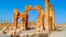 IS militants blow up ancient Arch of Triumph in Palmyra