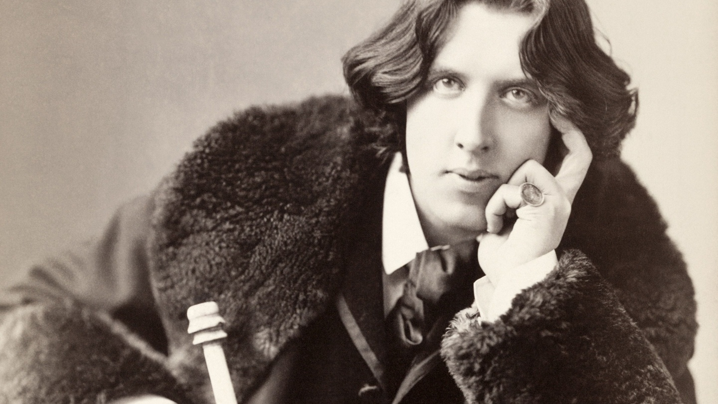 a biography of oscar wilde Early years oscar wilde's unconventional life began with an equally unconventional family he was born oscar fingal o'flahertie wills wilde on october 16, 1854.