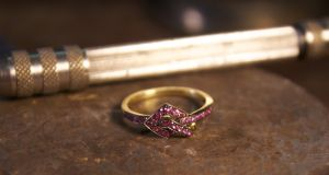 She Adorna pink sapphire and yelow gold ring
