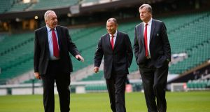 The new England coach Eddie Jones with the Rugby Football Union chairman  Bill Beaumont (left) and chief executive Ian Ritchie at Twickenham.  Photograph: Reuters