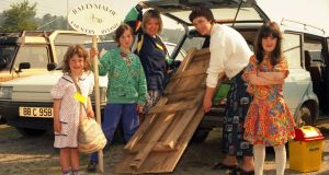 Yasmin with her daughters, Rosaleen, Corinne and Maxine, along with Elizabeth Goff, unpacking for the Bandon Show in 1993