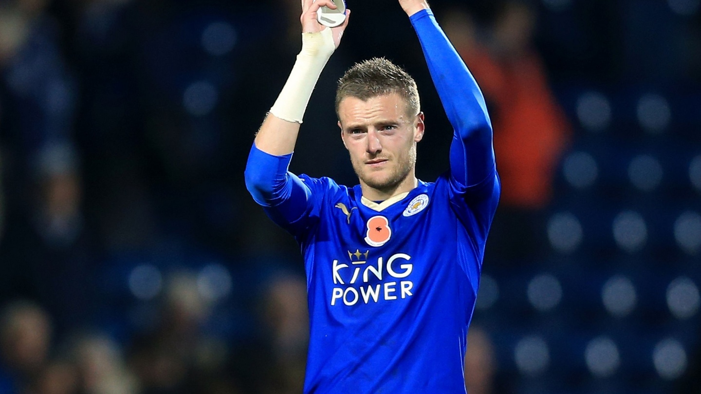 Jamie Vardy continues on hot streak as Leicester go top