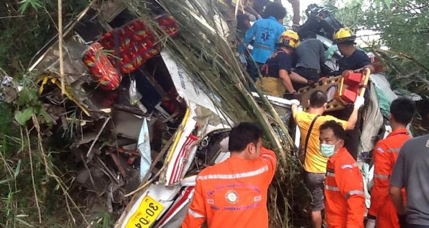 Bus crash in northern Thailand leaves 13 dead