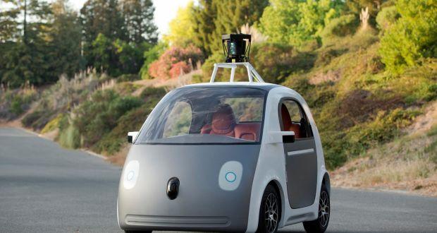 Un prototipo di un auto senza conducente.  Google sta costruendo macchine che non hanno volanti, pedali di acceleratore e pedali, in un'espansione ambiziosa degli sforzi della società di Internet per sviluppare automobili auto-guida.  (Foto: REUTERS / Google Inc)