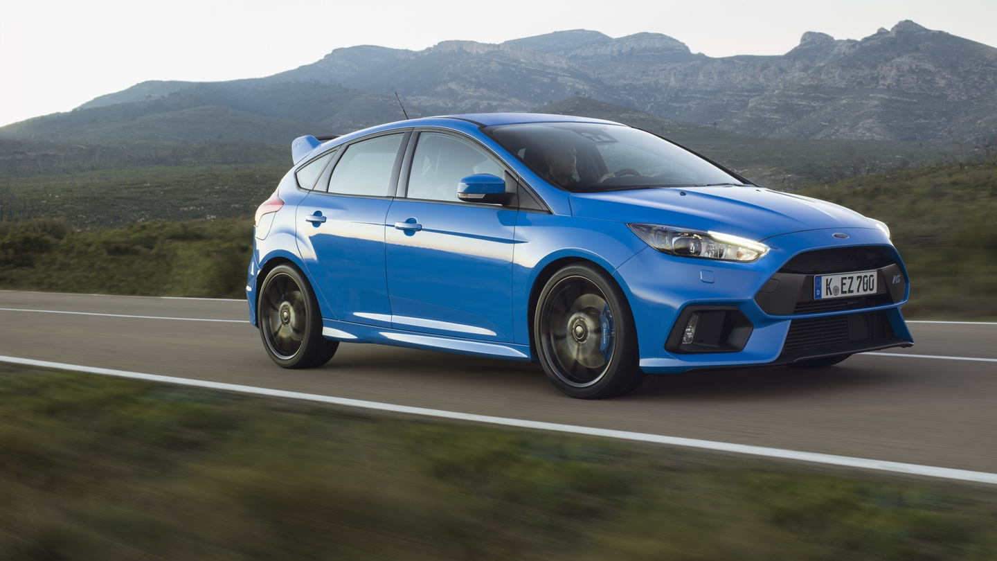 Road test ford focus rs a hot and peerless hatchback fandeluxe Images