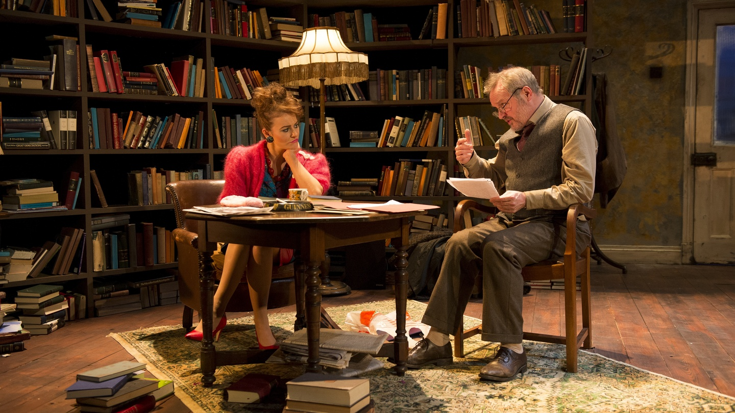 how does willy russell show the differences How does willy russell use dichotomies to tell the story in blood brothers and create drama the story in the play blood brothers was set during the period when the conservatives were the ruling party at the time and margaret thatcher was the prime minister of england.