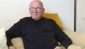 "Weekend Review books August 2015. FILE — Clive James, the erudite writer and literary critic, at his home in Cambridge, England, Sept. 25, 2012. James, a towering figure in British intellectual life, is philosophical about his impending death. ""Physically, I feel like a multiple car crash in the rain,"" James says in 2014. ""But spiritually, I feel blessed. I've had a long life and got a few things done."" (Hazel Thompson/The New York Times)"