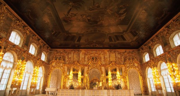 Hunt for Russia\'s missing Amber Room turns to Czech castle