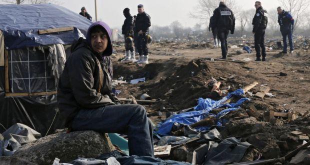 Migrants in a bureaucratic nightmare at calais jungle stopboris Images