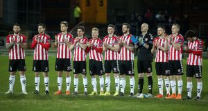 Derry City players pay tribute to former striker Mark Farren before the game. Photo: Lorcan Doherty/Inpho