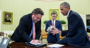 President Barack Obama consults with director of speechwriting Cody Keenan and senior presidential speechwriter David Litt in the Oval Office