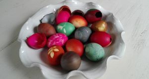 To dye blown eggs, simply submerge the eggshells in the dye for anything from 20 minutes to several hours.