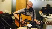 Róisín Meets: Gifted singer-songwriter Mick Hanly