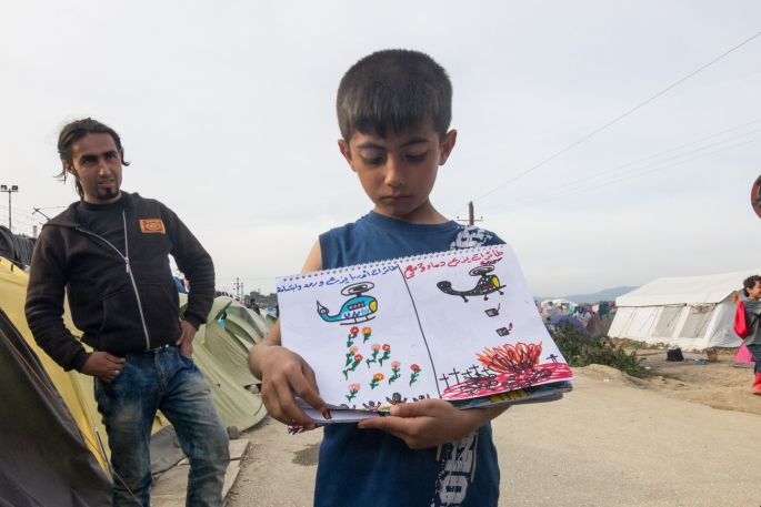 """On the left the writing says """"UN plants flowers, smiles and hope"""" and on the right it says """"Syrian helicopters plant bombs and tears""""."""