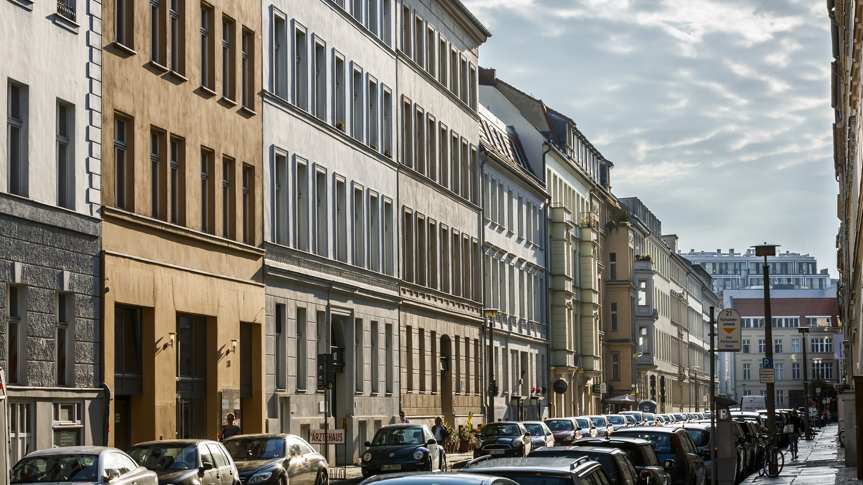 airbnb dumps berlin holiday flats before city crackdown. Black Bedroom Furniture Sets. Home Design Ideas