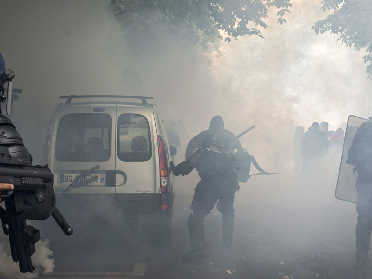 Violent protests in France raise questions over Euro 2016