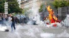 Tear gas fired as violent clashes erupt in Paris