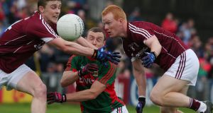 Mayo's Keith Higgins is crowded out by David Wynne and Declan Kyne. Photo: Lorraine O'Sullivan/Inpho