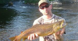 Dawid Dawido with a fine Cong River trout of 57cm, or approx. 5lbs, caught on dry fly