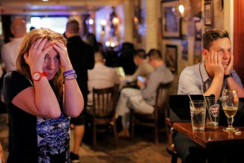 People gathered in The Churchill Tavern, a British themed bar, react as the BBC predicts Britain will leave the European Union, in the Manhattan borough of New York, U.S., June 23, 2016.  REUTERS/Andrew Kelly