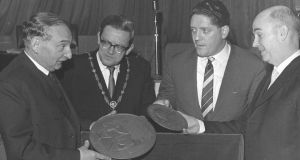 At the launch of the Rising commemorative medallions in 1966 were Hungarian sculptor Paul Vincze, then minister for justice Brian Lenihan snr and then chief justice (later president of Ireland) Cearbhall Ó Dálaigh