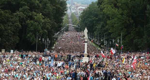 Fall fails to stop Pope Francis celebrating Mass in Poland