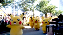 Pokémon: Pikachus parade down Japan street