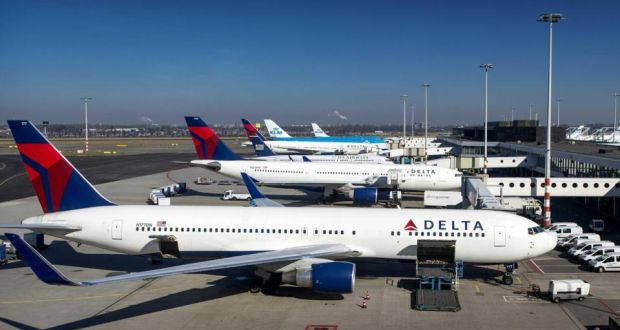 Delta resumes flights after outage grounds planes globally the delta airlines power outage meant flights worldwide were being delayed and airport screens and deltas fandeluxe Image collections