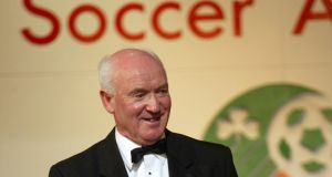 Liam Tuohy with the FAI Hall of Fame Award in 2003. Photo: Andrew Paton/Inpho