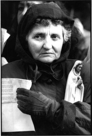 1995: An anti-abortion demonstrator outside Leinster House. Photograph: Peter Thursfield/The Irish Times