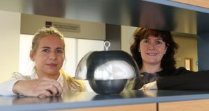 PhD student Nina Wemken and Dr Marie Coggins with an air sampler