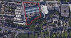 The site is 1km east of Cork city centre on the southern side of Monahan Road. It is 170m east of Kennedy Park and 700m from the Elyisan apartment development.