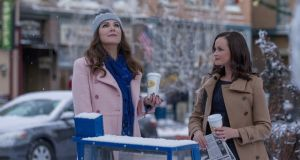 "Gilmore Girls: Lauren Graham and Alexis Bledel in ""A Year in the Life"", on Netflix"