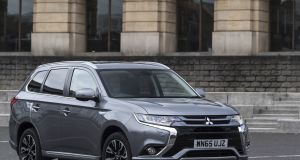 50	Mitsubishi Outlander PHEV: An electric revolution but the price is too high