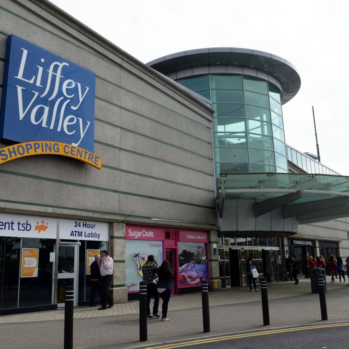 An Muileann gCearr to Liffey Valley - 4 ways to travel via train