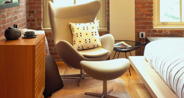 A Replica Of The Iconic Arne Jacobsen Egg Chair Has Retail On Voga