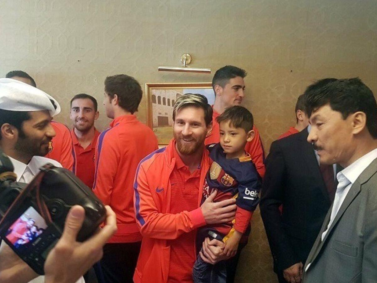 445327b58 Lionel Messi meets  plastic shirt  Afghan boy who became viral sensation