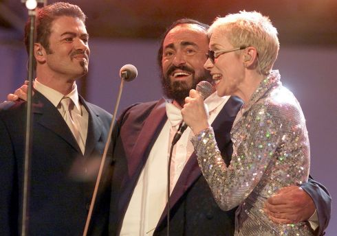 "Italian tenor Luciano Pavarotti (centre) performs with George Michael (left) and Annie Lennox from Eurythmics during the ""Pavarotti & Friends "" concert in Modena June 6, 2000. Photograph: Stefano Rellandini/Reuters"