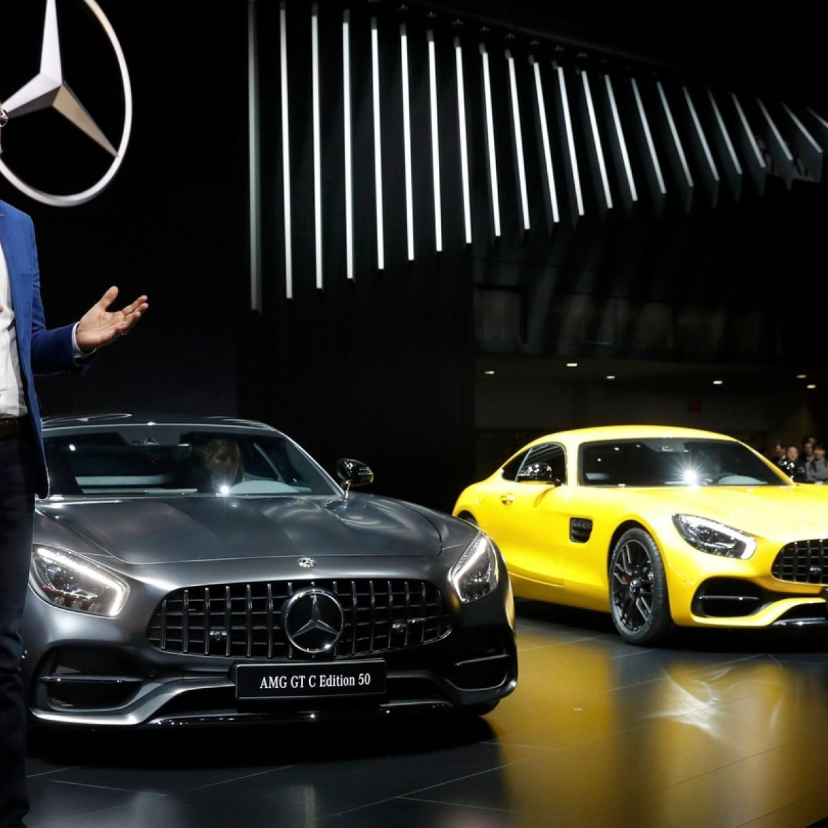Mercedes Benz Overtakes Bmw In The Luxury Market