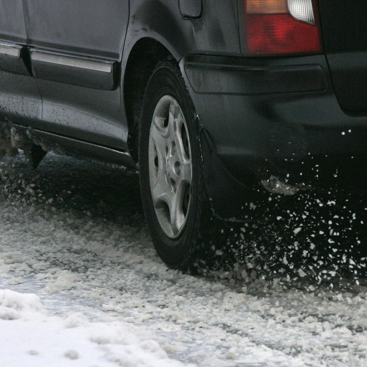 Tips for driving on snow or ice: Take care that you're not slip