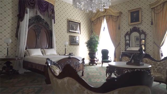take a tour of the white house 39 s private residence. Black Bedroom Furniture Sets. Home Design Ideas