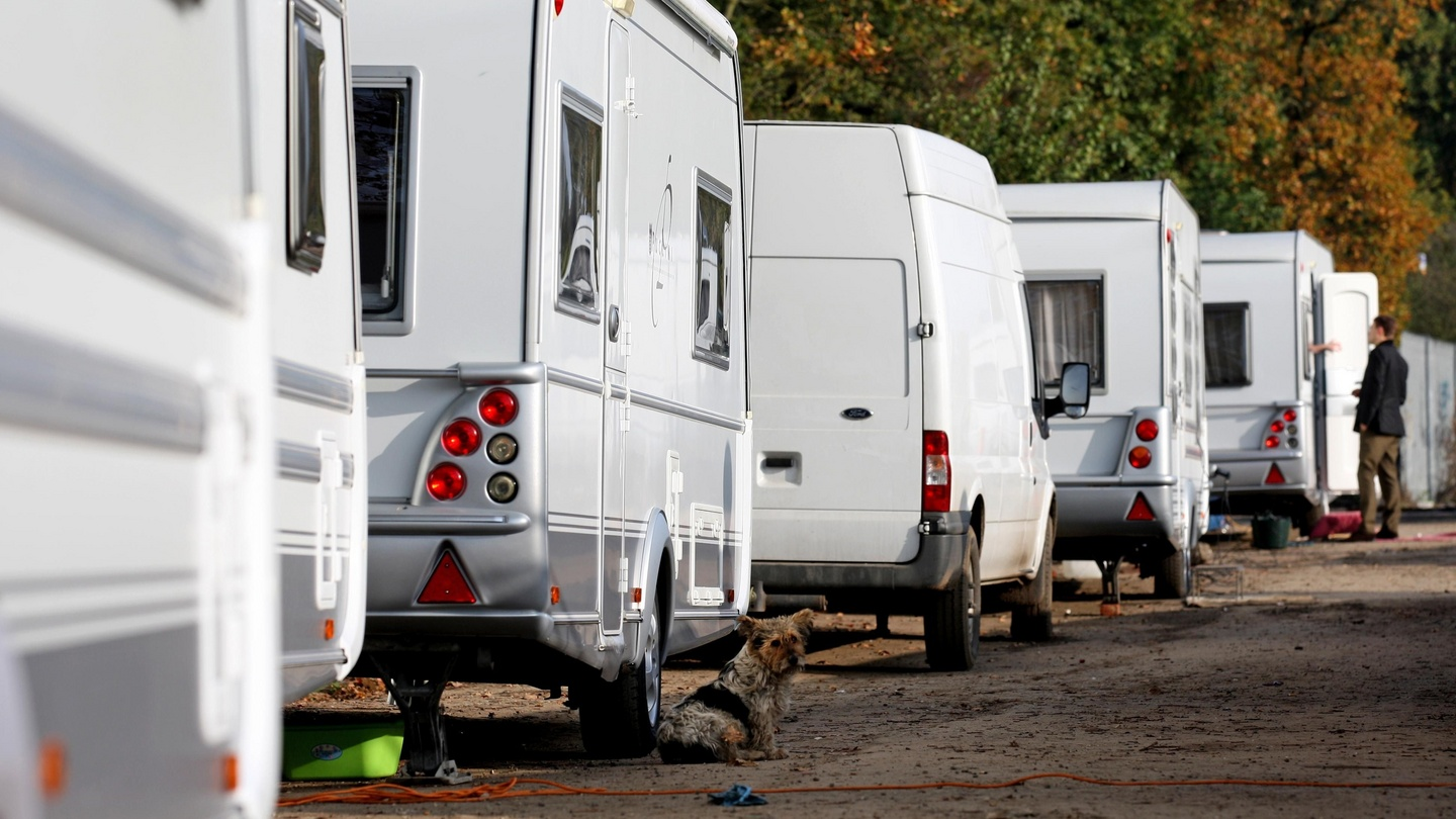 Travellers suffer \'extreme disadvantage\', report shows