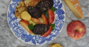 Rosti with black pudding and apple