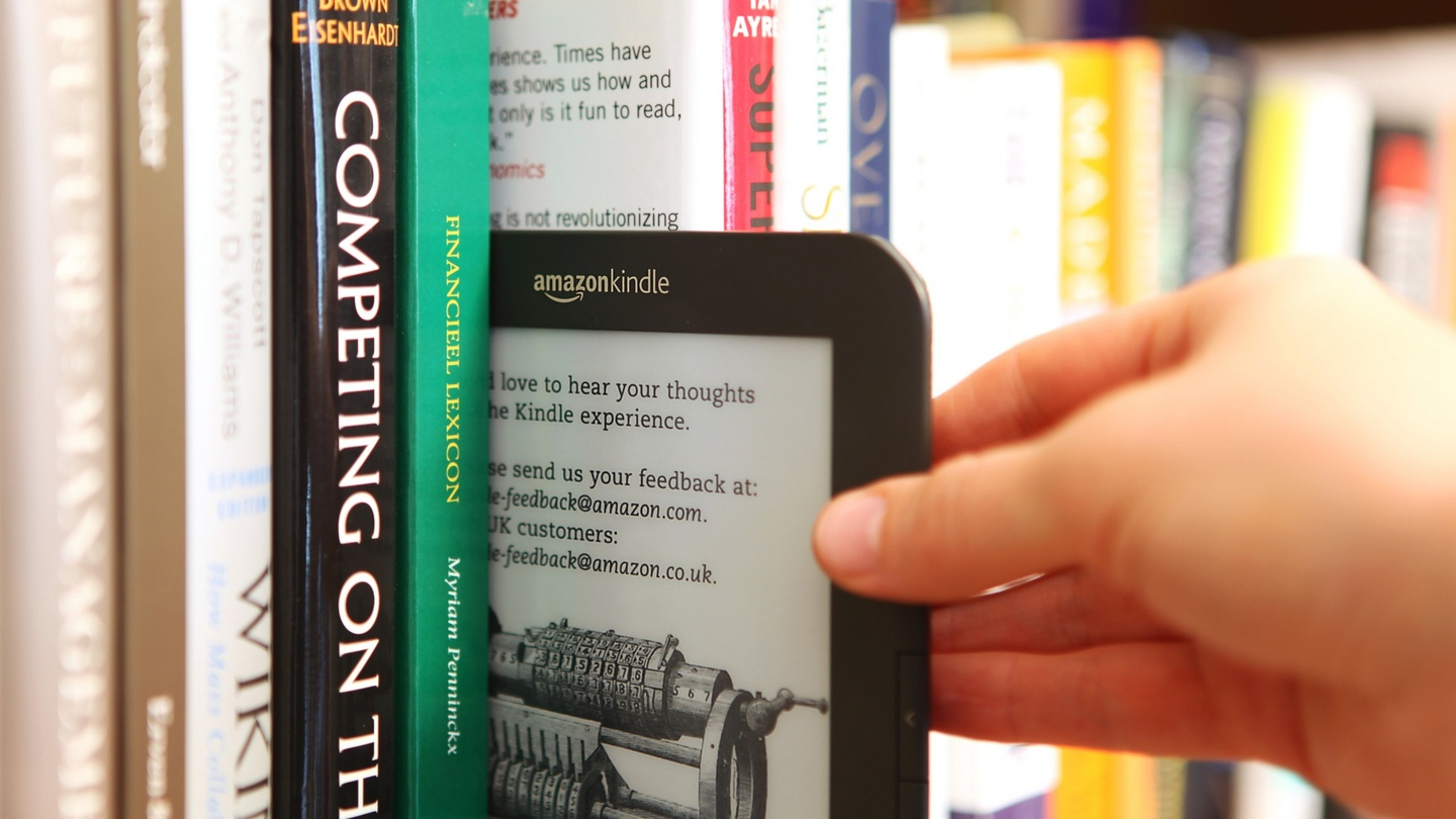 ebooks vs paper books Print books vs e-books: surveymonkey wanted to find out whether people prefer to read on an e-reader like a kindle or if they stick to the traditional paper.