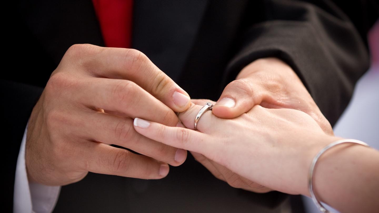 Открытки с обручальными кольцами на руках, благовещенска