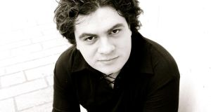 Conductor Cristian Macelaru: a performance full of hustle, bustle and excitement
