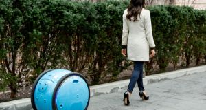 The cargo-carrying robot, Gita, can reach speeds of up to 35km/h, so it can keep up with your pace even if you are cycling