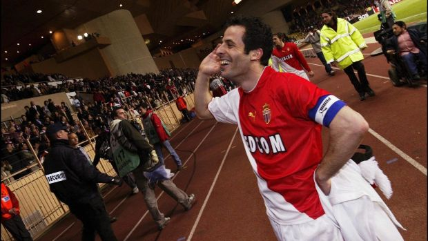 Liudovic Giuly celebrates with the fans after Monaco's comeback against Real Madrid. Photo: Getty Images