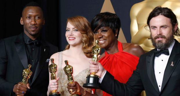 Winners L R Mahershala Ali Supporting Actor Moonlight Emma Stone Best